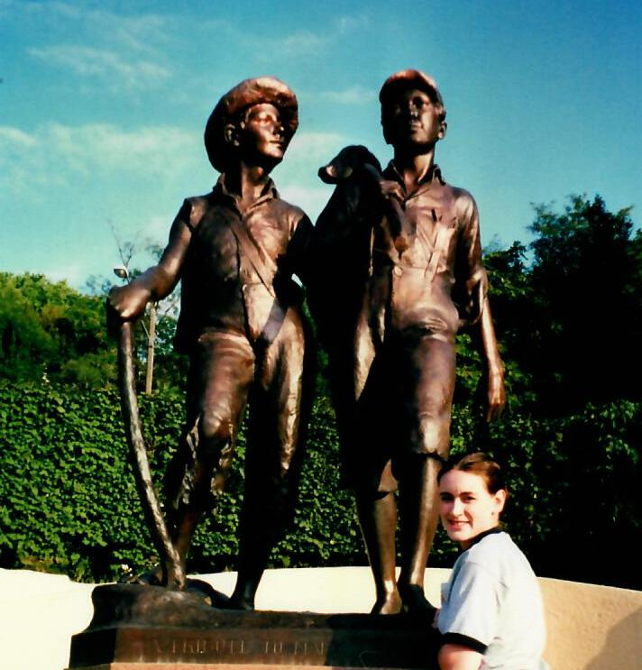8.6 tom sawyer statue